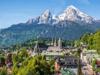 Oberbayern: Berchtesgaden mit Blick auf Watzmannmassiv.