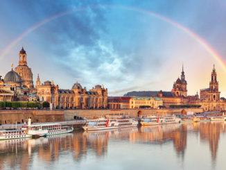 Dresden Skyline: Elbe mit Barockbauten im Hintergrund